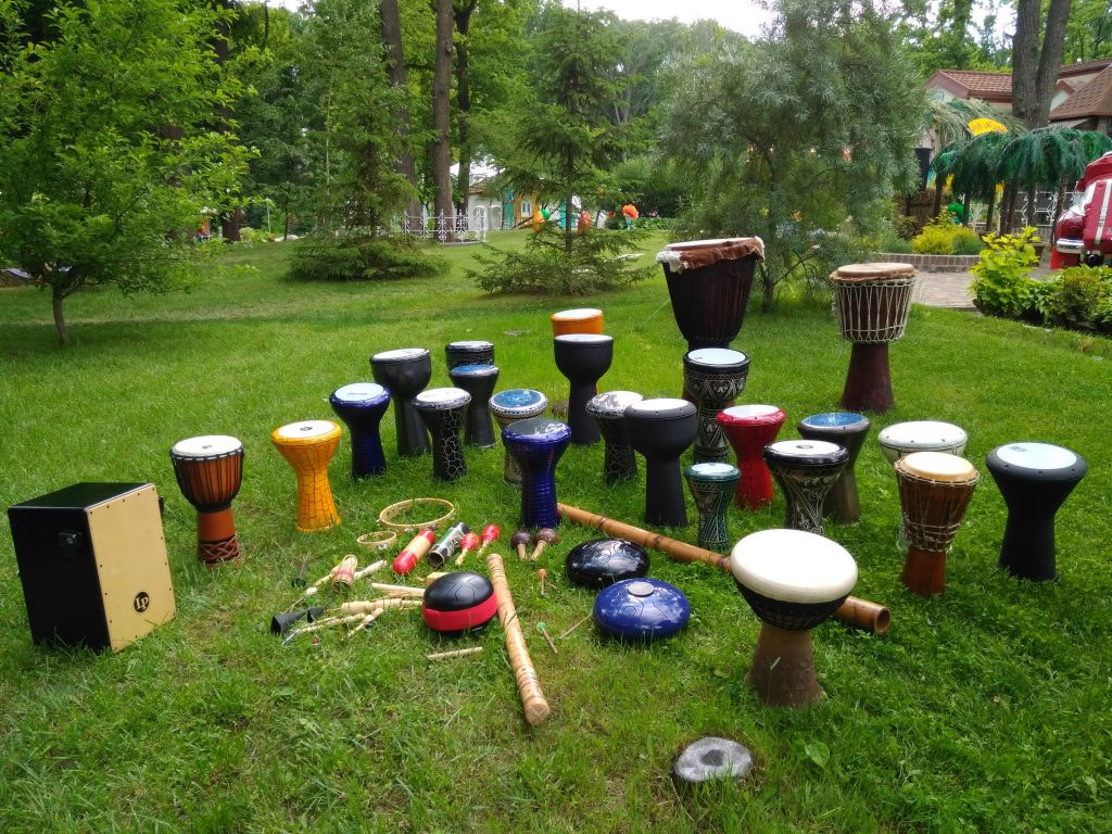 percussion drum didgeridoo djembe darbuka doholla