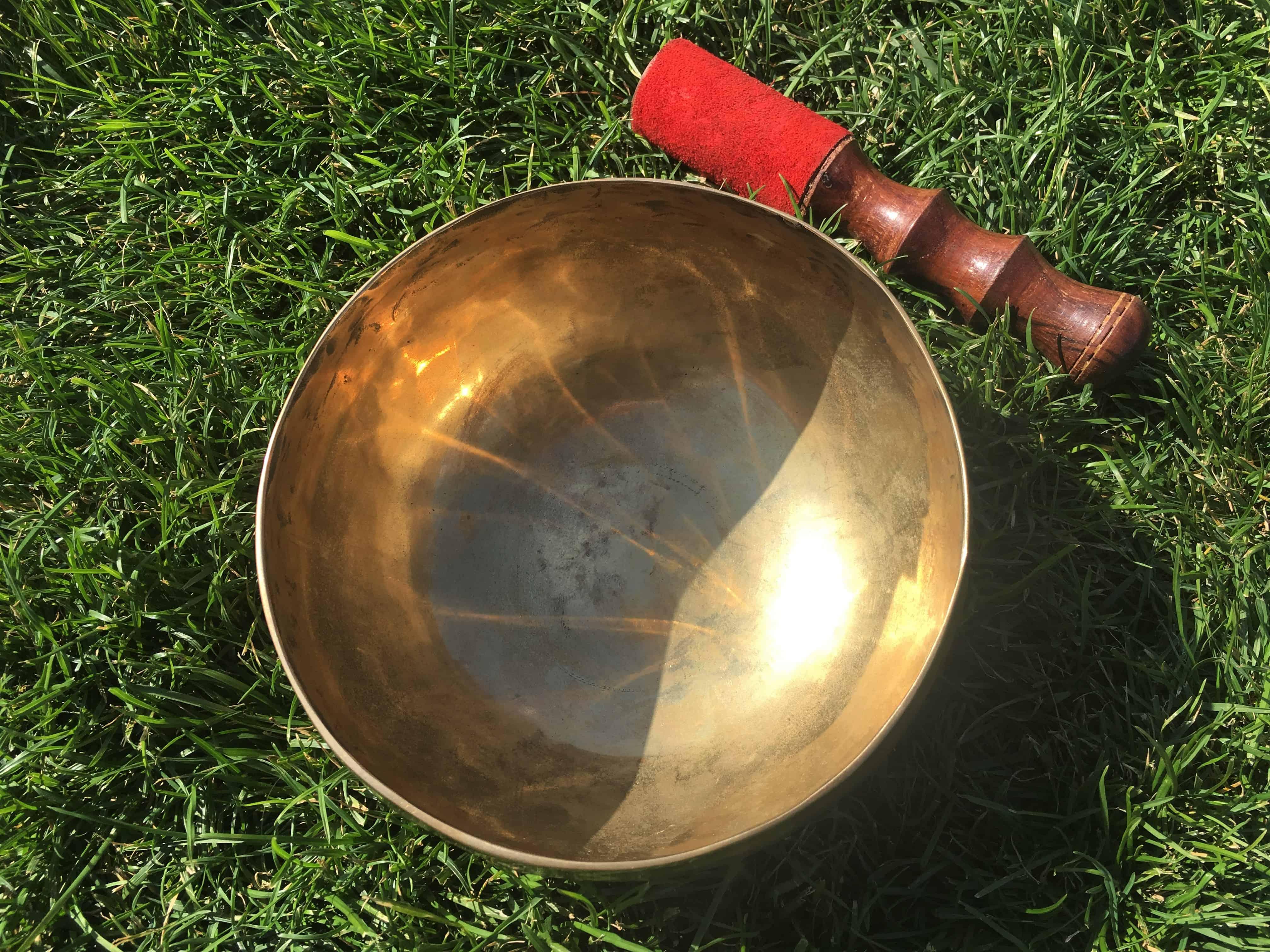 кованая тибетская поющая чаша ручной работы купить в Украине